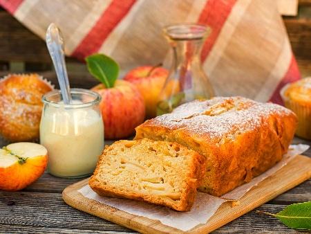 Бърз и лесен бъркан кекс с ябълки, орехи и кисело мляко - снимка на рецептата